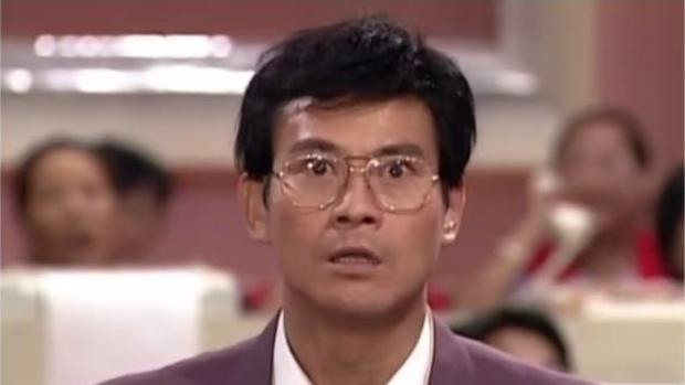 Adam Cheng hizo quebrar la bolsa cuando interpretó «La codicia del hombre» en 1992