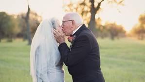 Una pareja celebra su 70 aniversario con la sesión fotográfica que nunca pudieron tener