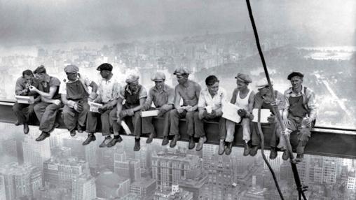 Lunch Atop a Skyscraper. Desconocido, 1932.