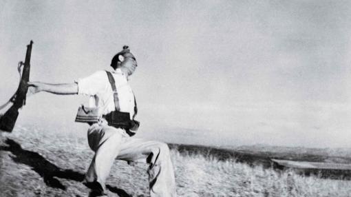 "'The falling soldier"". Robert Capa, 1936"