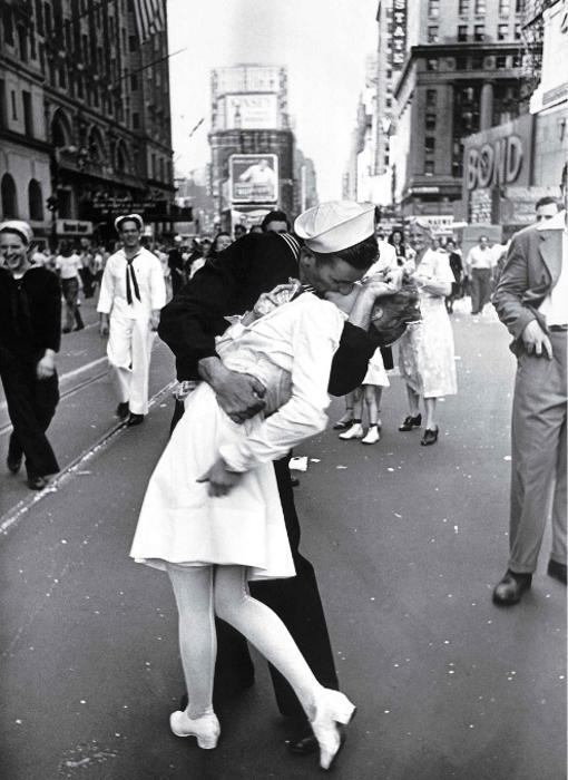 V-J Day in Times Square ('El beso'). Alfred Eisenstaed, 1945