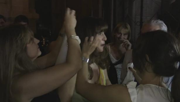 YouTube:  Iba a la boda de una amiga... pero resultó ser la suya