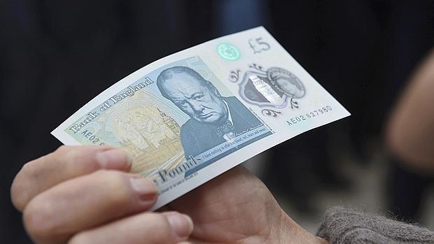 El nuevo billete de cinco libras es de un material plástico