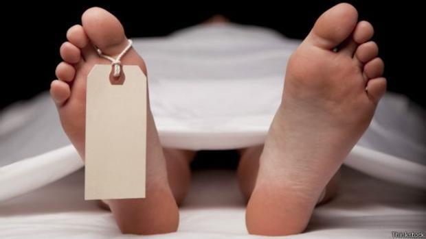 Se despierta desnudo en una morgue tras desmayase por una borrachera