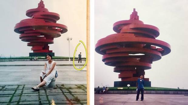 Ye y Xue se encontraban en la Plaza del 4 de Mayo en Qingdao el mismo día y hora del lejano año 2000, 11 años antes de conocerse