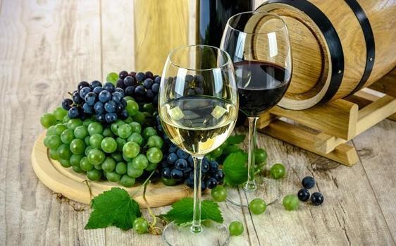 El vino blanco, pero no el tinto, aumenta el riesgo de melanoma
