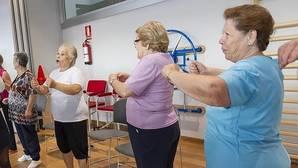 El ejericio ayuda a los mayores a aliviar su dolor de espalda