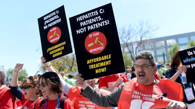 Manifestación por el acceso a antivirales