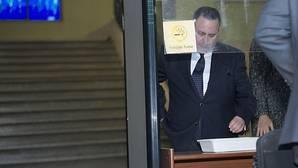 José Salas le echa la culpa en Contsa a dos empleados fallecidos en 2008 y 2014