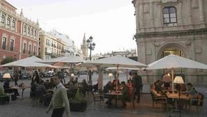 ¿Qué ciudades españolas tienen más veladores por habitante que Sevilla?
