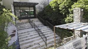 Vigilar la antigua comisaría de la Gavidia por poco más de seis meses costará 42.000 euros a los sevillanos