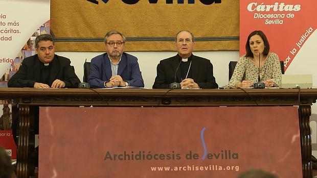 Presentacion de la Memoria 2015 de Cáritas, con el arzobispo, Juan Jose Asenjo y el director de Cáritas, Mariano Pérez de Ayala