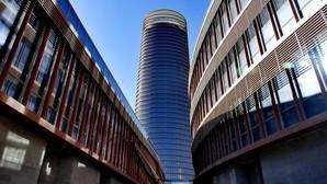 Cines, un gimnasio y tiendas de lujo a los pies del rascacielos de Sevilla