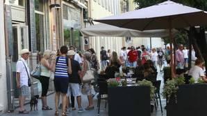 Veladores, clientes y propietarios versus vecinos y peatones