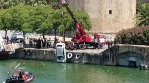 El coche rescatado del río Guadalquivir era de una empresa de alquiler y estaba denunciado por robo