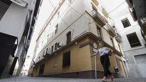 Echa el cierre tras medio siglo La Reja, el gran balcón a Sierpes