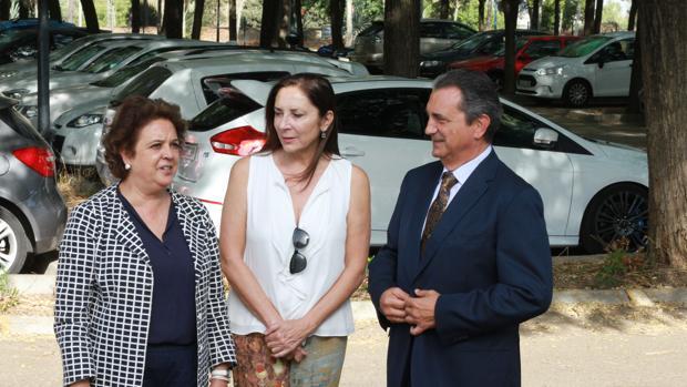La delegada Carmen Castreño, junto a representantes del PCT Cartuja