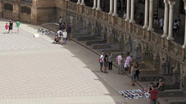 Manteros en la Plaza de España