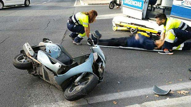 El accidente ha tenido lugar en el cruce situado entre las calles Colombia y Manuel Siurot