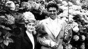 Acuerdan exhumar los restos del marido de la «duquesa roja» para la prueba de paternidad