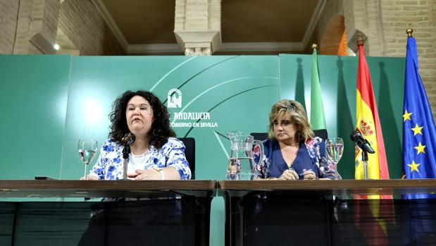 La delegada territorial del Gobierno de la Junta en Sevilla y la delegada territorial de Educación