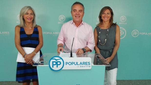 El presidente del PP de Sevilla, Juan Bueno, en rueda de prensa