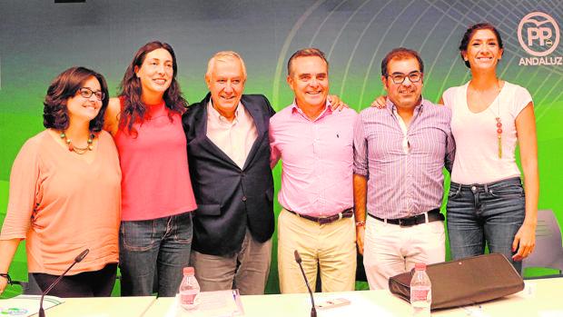 Javier Arenas y Juan Bueno, junto a otros dirigentes del PP