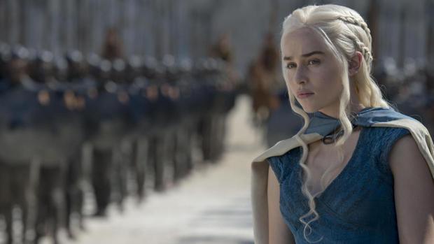 Emilia Clarke interpreta a Daenerys Targaryen