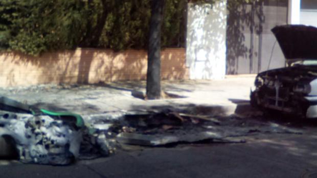 Las llamas alcanzaron a un vehículo que se encontraba estacionado en la calle José Manuel Lara