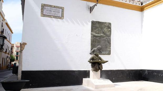 El monumento a Machado de nuevo en su lugar original