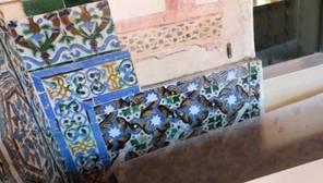 Cubren con mamparas y plástico el hueco de los azulejos robados en San Isidoro