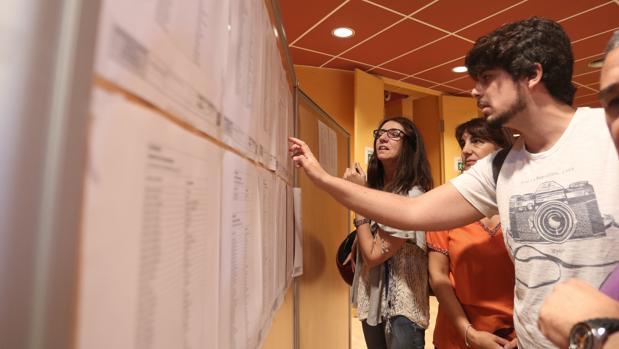 El Ayuntamiento de Sevilla destinará una media de 380 euros para que los becados alcancen el nivel B1