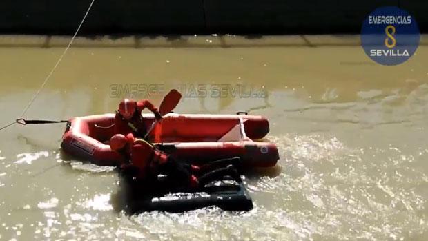 Recuperado del canal de Torreblanca otro coche sumergido en el agua