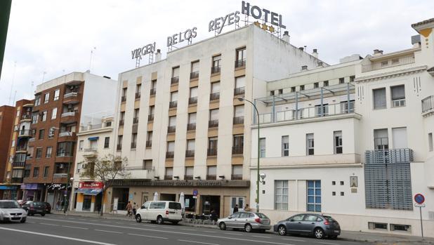 Hotel Virgen de los Reyes, en la calle Luis Montoto