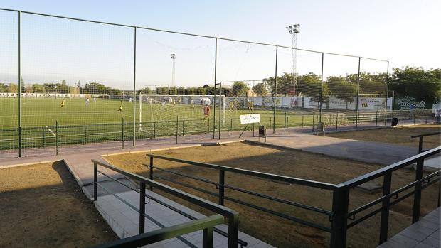 Campo de fútbol de hierba artificial del centro deportivo Alcosa