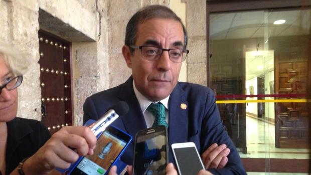 El rector de la Universidad de Sevilla, Miguel Ángel Castro