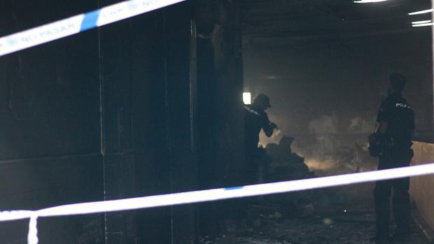 Los bomberos hallan el cadáver de un hombre tras extinguir un incendio en Cerro-Amate