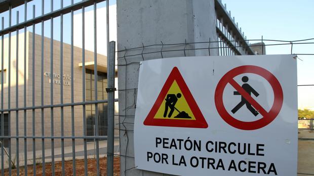 Ver un cartel que anuncia obras en Sevilla conlleva un proceso de muchos meses