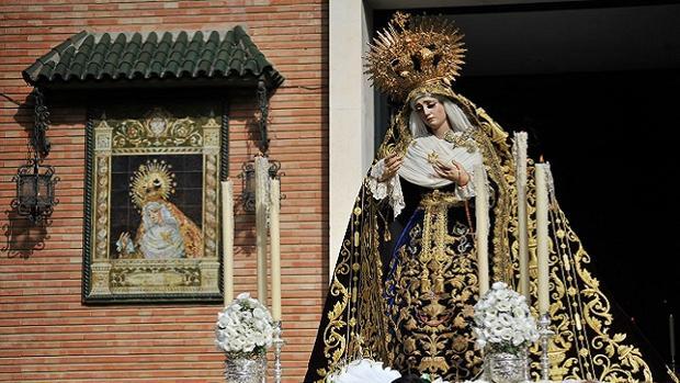 Las Cigarreras aplaza el rosario de la Virgen por la Carrera de la Mujer