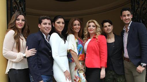 Fran con otros participantes de «Se llama copla» en el Lope de Vega en una imagen de 2014