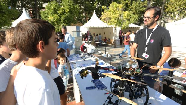 Drones exhibidos en la Noche Euiropea de los Investigadores