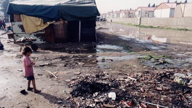 En los años 90 el asentamiento integró casas prefabricadas en la que se instaló a algunos de sus pobladores