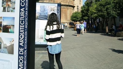 Exposición instalada en la Plaza del Triunfo