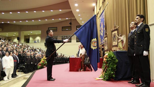 La Policía Nacional reparte 127 medallas al mérito policial en la festividad de los Santos Patronos