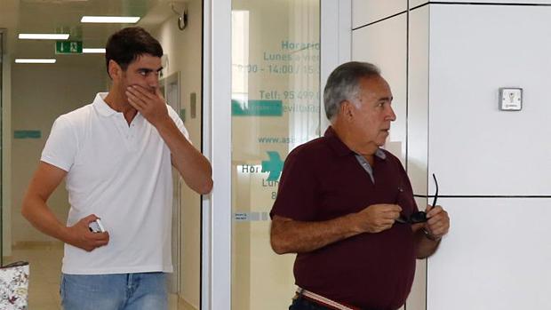 Jesulín sale de la clínica dental la tarde del lunes en Sevilla