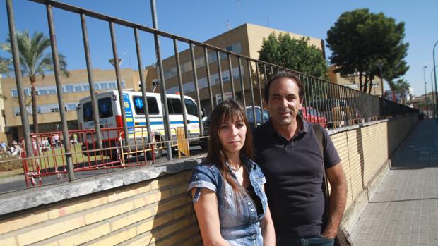 María del Mar Hidalgo Vázquez y Javier Pérez Blanco piden ayuda para su hijo