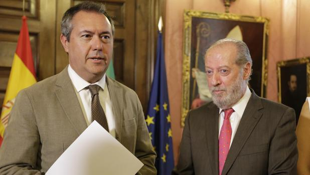 El alcalde de Sevilla, Juan Espadas, y el presidente de la Diputación, Fernando Rodríguez Villalobos