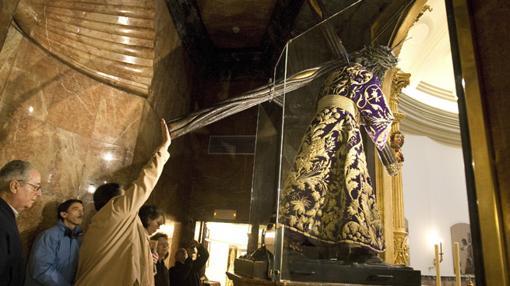 El camarín del Gran Poder, protegido por cámaras y mamparas de cristal