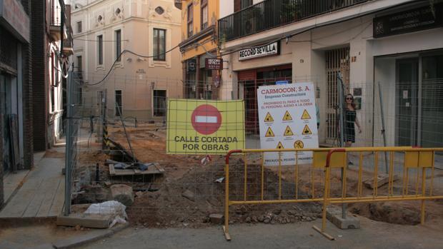La calle Amor de Dios está cortada hasta la intersección con García de Tassara