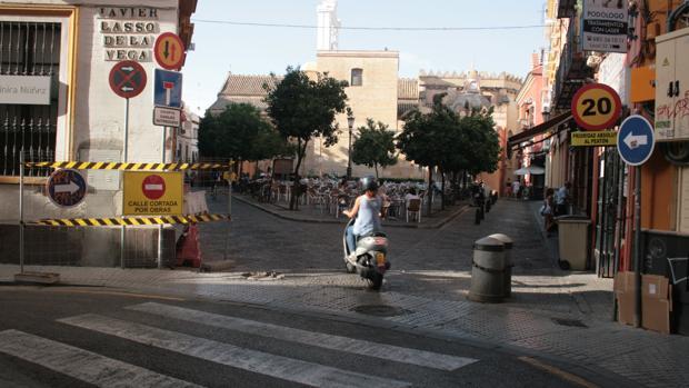 El tráfico se ha desviado por la calle Daoíz